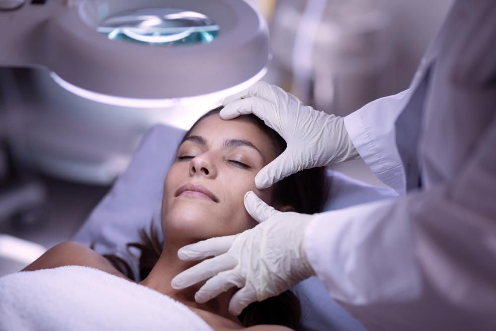 [Dermatologista]-clínica